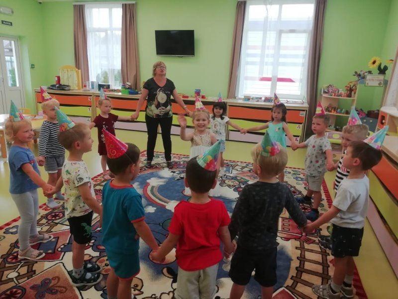 Поздравляем нашу воспитанницу Анюту с днём рождения